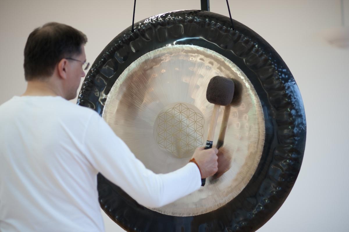 Gong-Bad